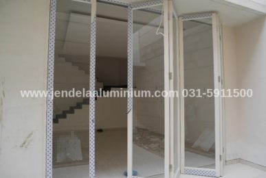 pintu lipat aluminium rumah sidoarjo