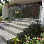 railing kaca tangga villa batu malang