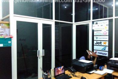 partisi kantor aluminium putih surabaya