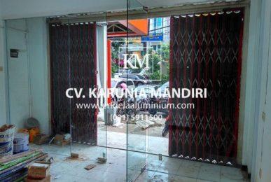 pintu kaca frameless klampis