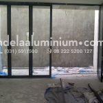 pintu lipat aluminium hitam