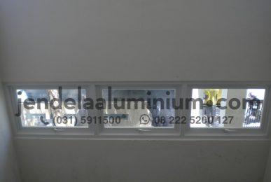 jendela jungkit rumah surabaya