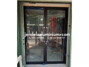 pintu aluminium hitam cafe bandung
