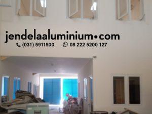 pintu kaca aluminium cream gudang sidoarjo